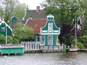 Stukje Zaanse Schans vanaf het water gezien